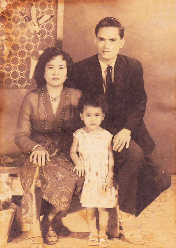 Noraeni was adopted by a Malay family. Her father used to be a driver for the Sultan of Kelantan.
